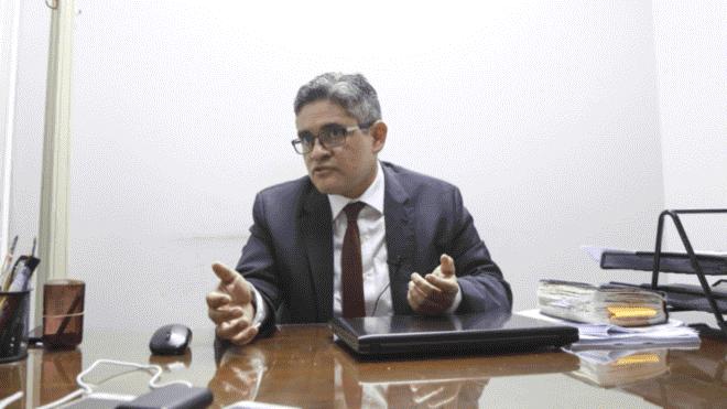 """Carlos Rivera calificó investigación a fiscal Pérez de """"disparate"""" (La República)"""