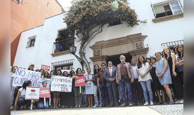 Plantón en solidaridad a IDL por arremetida fujimorista (La República)