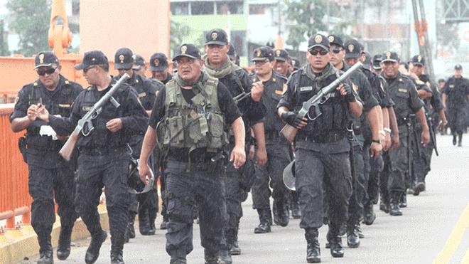 Presentan demanda para anular convenios entre la PNP y las empresas mineras (La República)