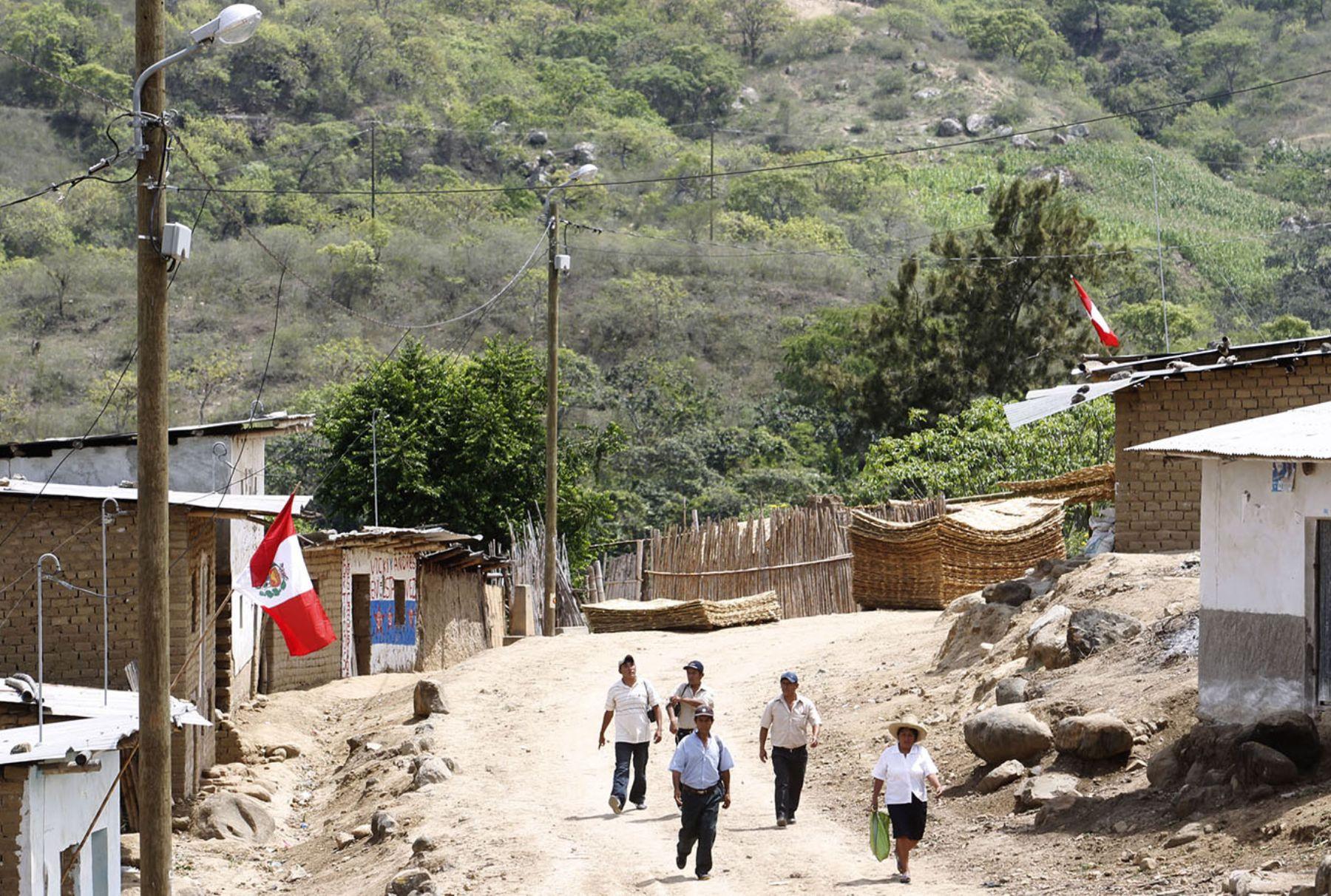 Familias de diversas regiones continúan a la espera de productos de primera necesidad