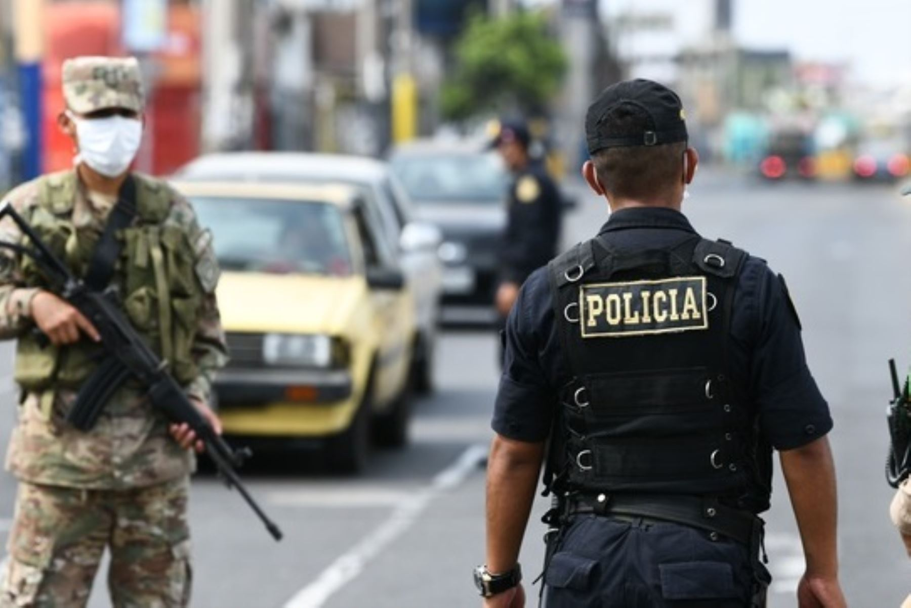 """Los generales en sus laberintos: sobre la """"extensión"""" del toque de queda"""