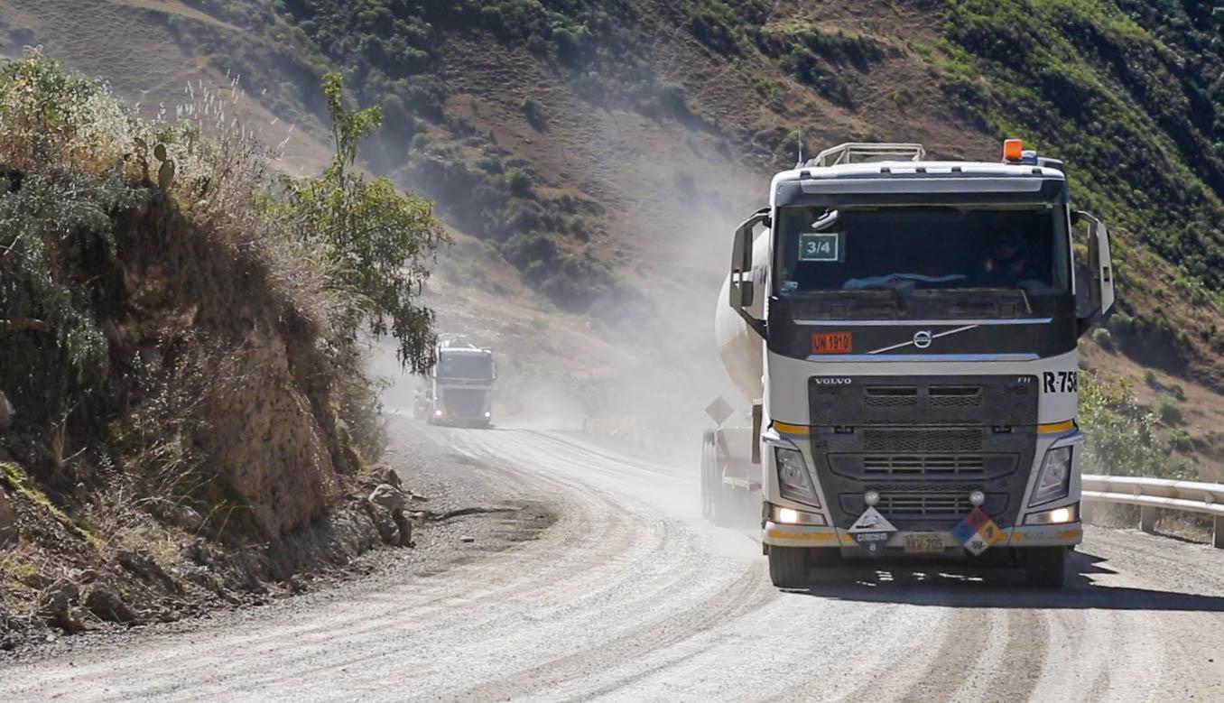 Protestas por posible intervención en clínicas y silencio ante la expropiación de tierras de comunidades campesinas de Cusco sin previo pago ni compensación