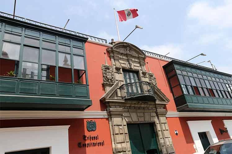 Tribunal decide hoy sobre destitución de presidente de Perú