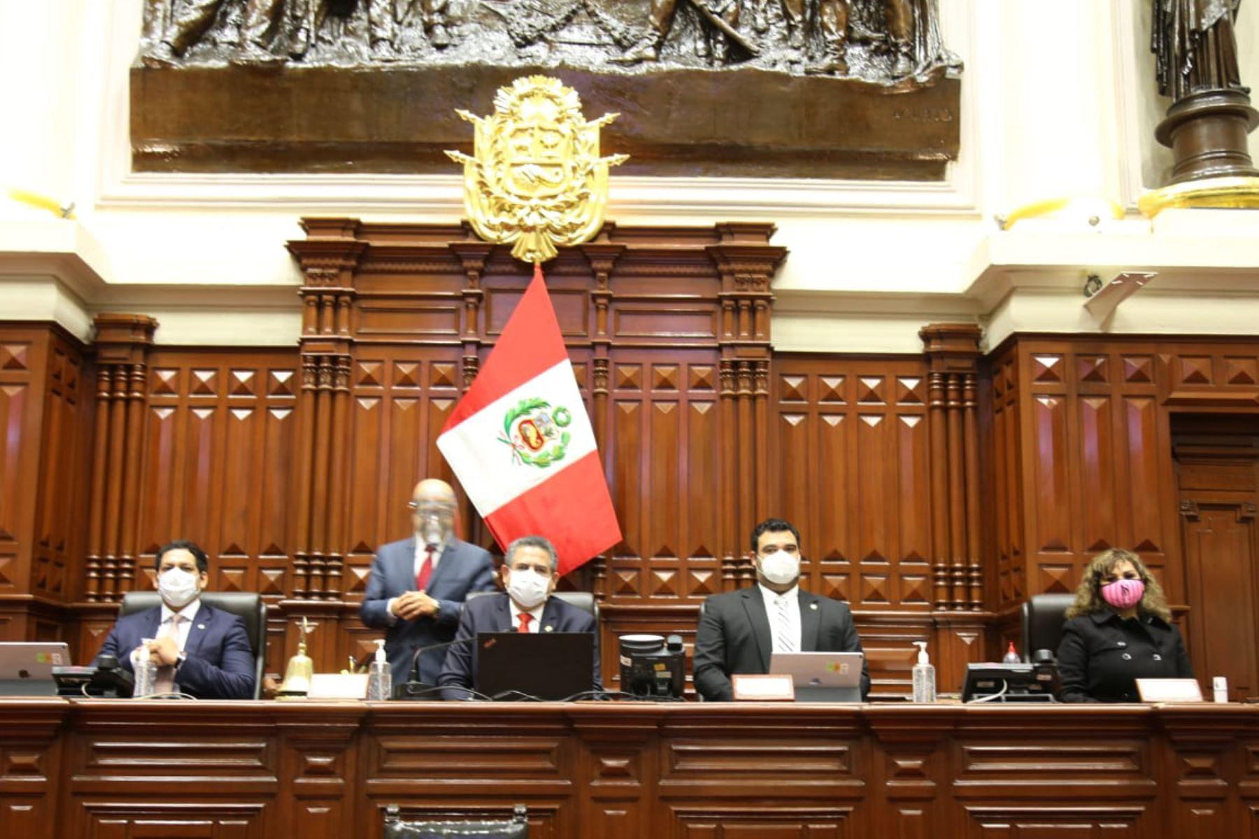 Condenamos el golpe de Estado asestado por el Congreso contra el orden constitucional