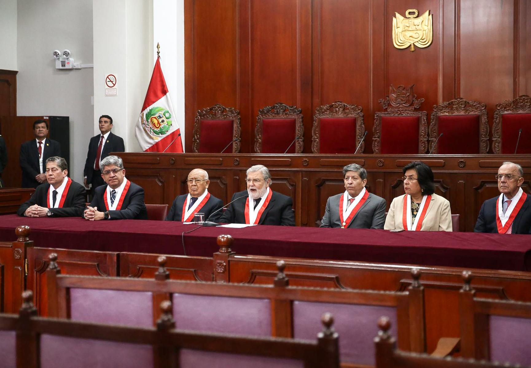 Constitucionalista Juan Carlos Ruiz plantea salida constitucional para  crisis política