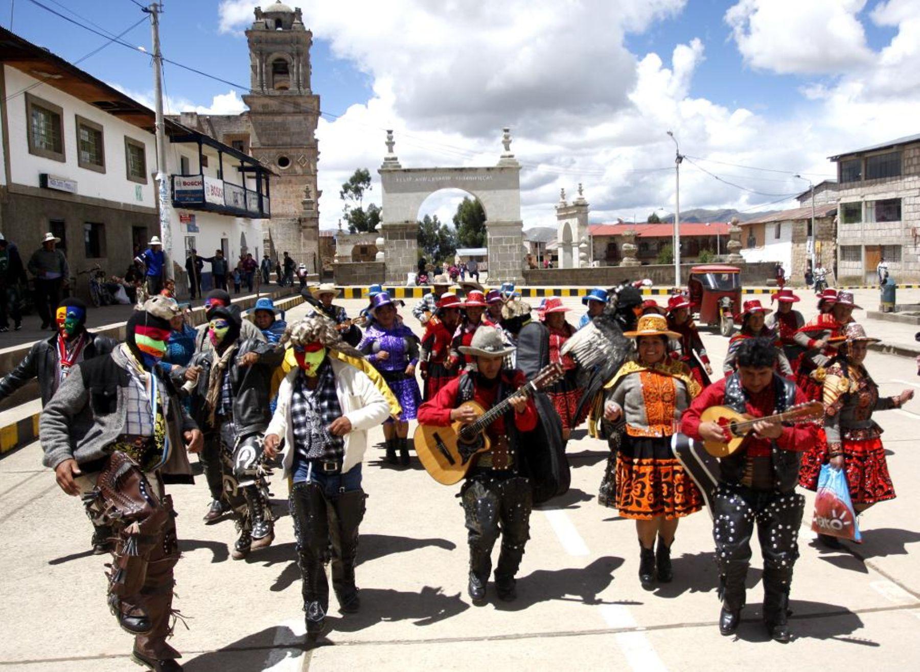 Poder Judicial admite demanda de comunidades de Chumbivilcas contra despojo de sus tierras por el Ministerio de Transportes
