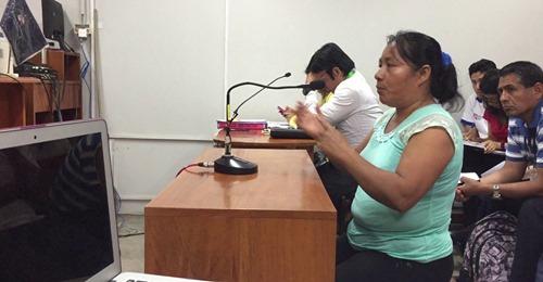 Mujeres de comunidades afectadas por derrame de petróleo se presentan en audiencia de seguimiento de sentencia a su favor