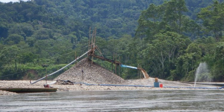 Amazonas: Líderes awajún denuncian amenazas por denunciar avance de minería ilegal