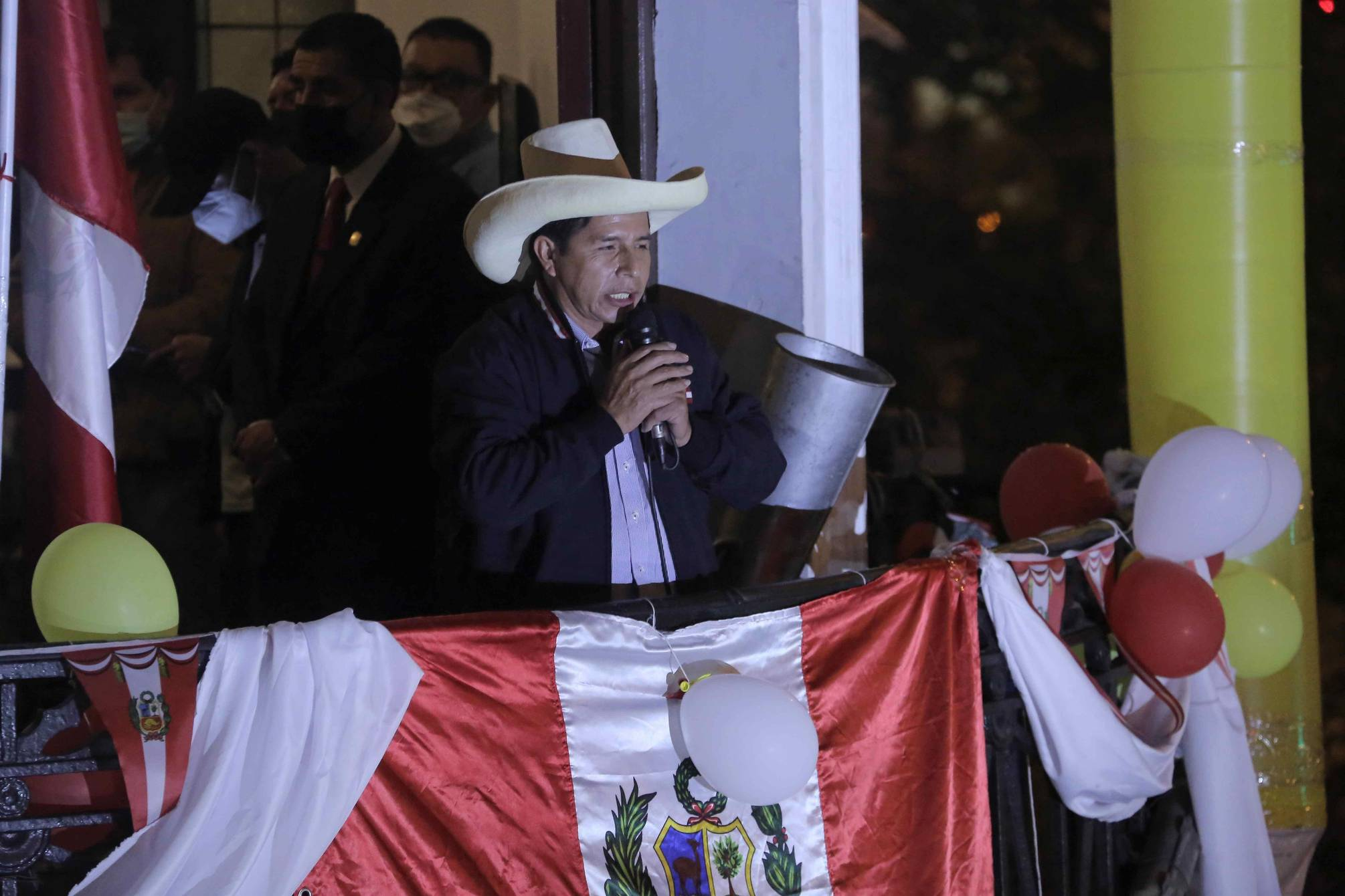 Elecciones en Perú: Le va a corresponder asumir la presidencia a Pedro Castillo, dice analista