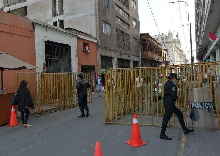 Jirón Ayacucho (cruce con jirón Áncash), de acceso limitado y con negocios perjudicados para favorecer al Congreso.